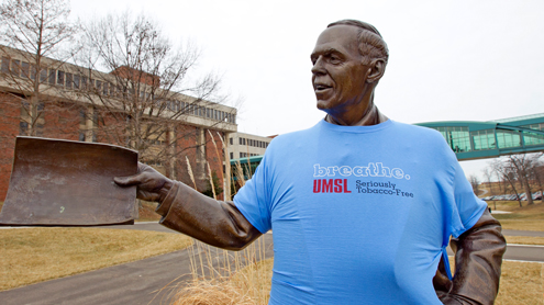 Wayne Goode statue with breathe T-shirt