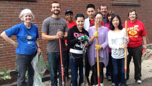 UMSL volunteers add 'color' to campus