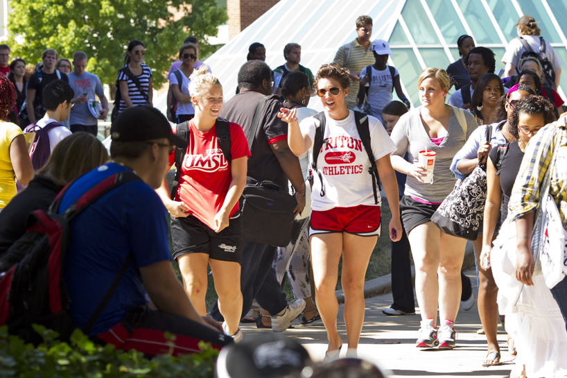 UMSL students walk to class in The Quad