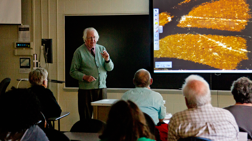 Famed ecologist visits UMSL campus, awarded conservation prize