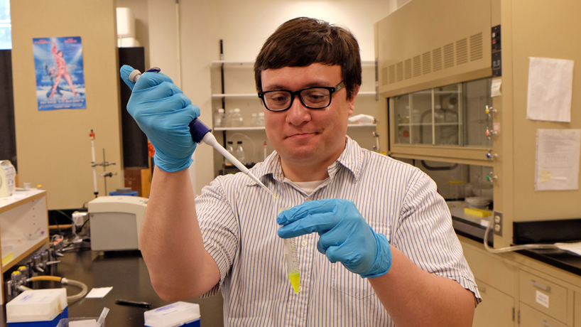Undergrad's cellular-level research tracks protein linked to Alzheimer's disease