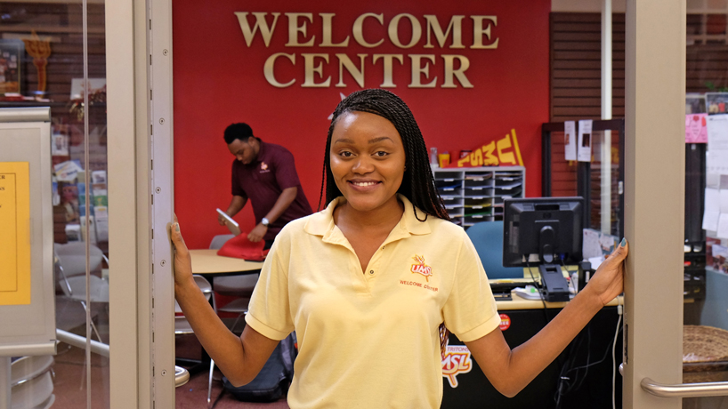 UMSL extends office hours to help students register, start off strong