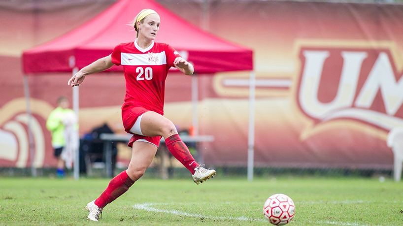 Athletics Q&A With Junior Forward Laura Hurlbut