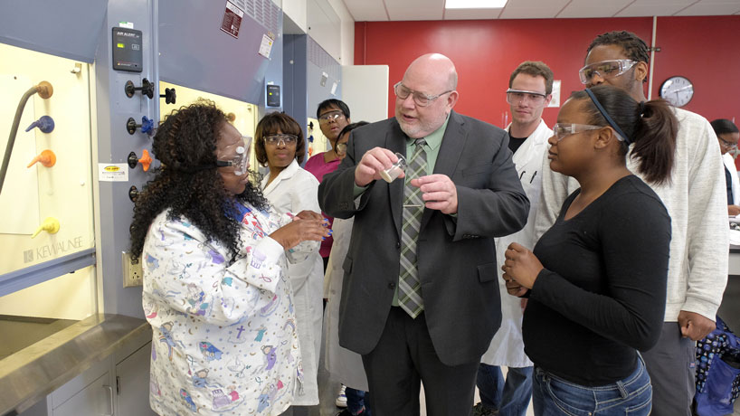 Chemistry alumnus shakes up classroom learning environment after unusual academic path