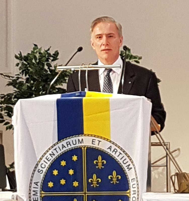 Michael Cosmopoulos speaking in Salzburg, Austria