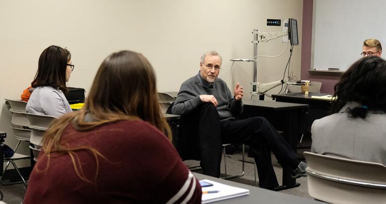 Chancellor visits entrepreneurship-focused class