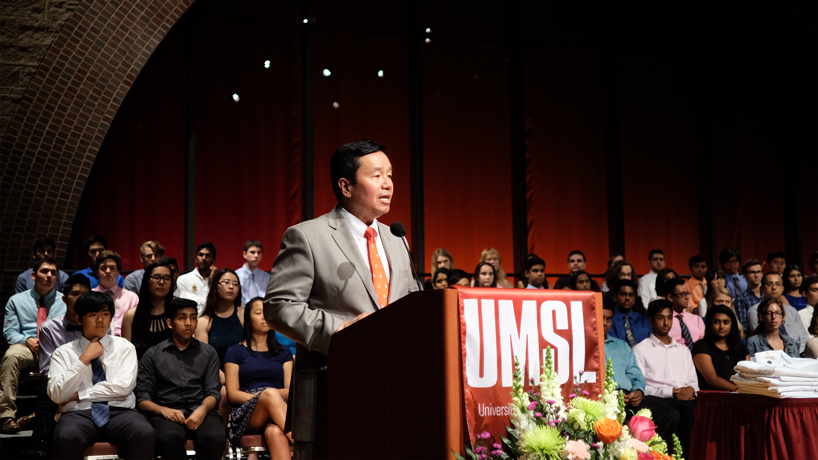 Mun Choi challenges more than 100 young scientists, STARS graduates at UMSL