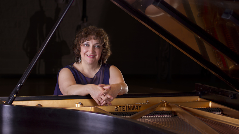 Alla Voskoboynikova recognized with Steinway award for outstanding piano instruction