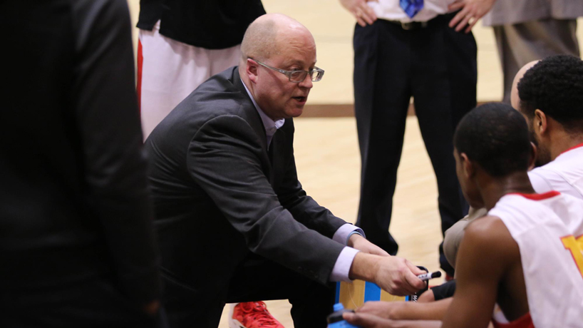 Coach Bob Sundvold discusses basketball team's hot streak on KFNS Radio