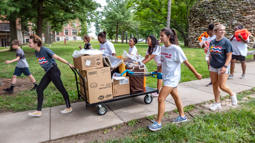 UMSL community gathers to welcome new students on Move-In Day 2019