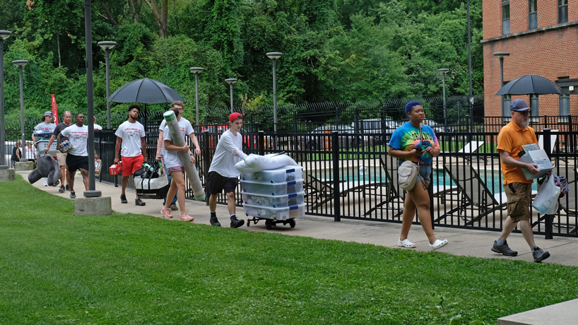 UMSL community gathers to welcome new students on Move-In