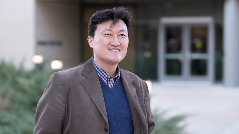 Digital marketing Assistant Professor Ho Kim receives Douglas E. Durand Award for Research Excellence