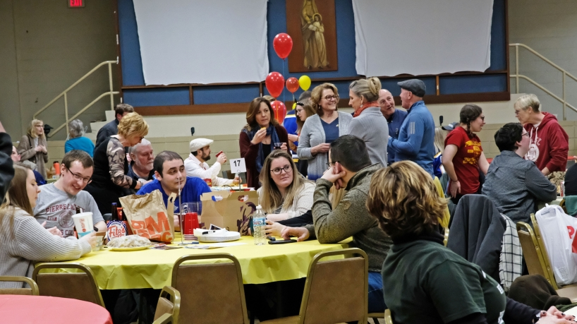10th annual Trivia Night challenges and connects Honors College alumni, faculty and students