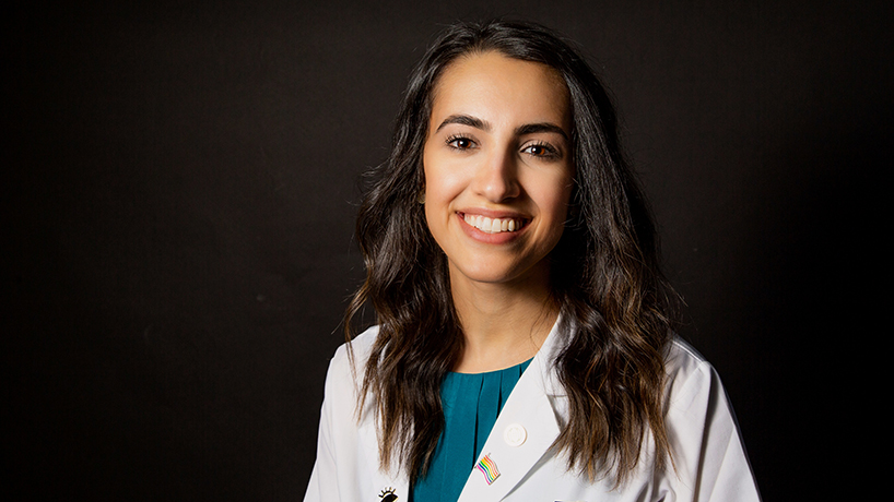 Optometry alumna's Humaneyezing Healthcare brings the art of doctoring to Instagram