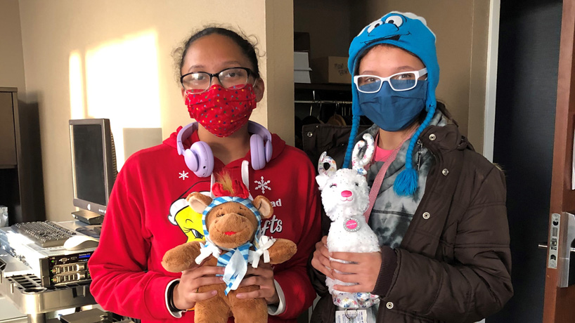 Communication students help facilitate, chronicle Build-A-Bear Foundation donation to HavenHouse St. Louis