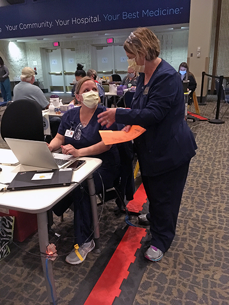 From left: BJC HealthCare Clinical Nurse Manager Nicole Jennings and Assistant Teaching Professor Beth Dudley