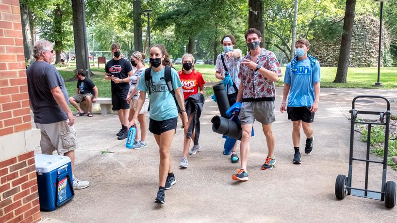 Students move into Oak Hall Friday