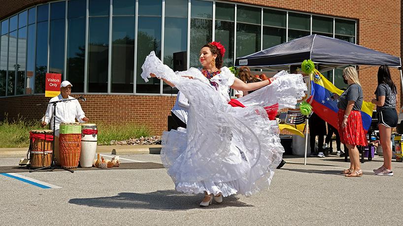 Fiesta de Quince a Quince opens UMSL Hispanic Heritage Month festivities