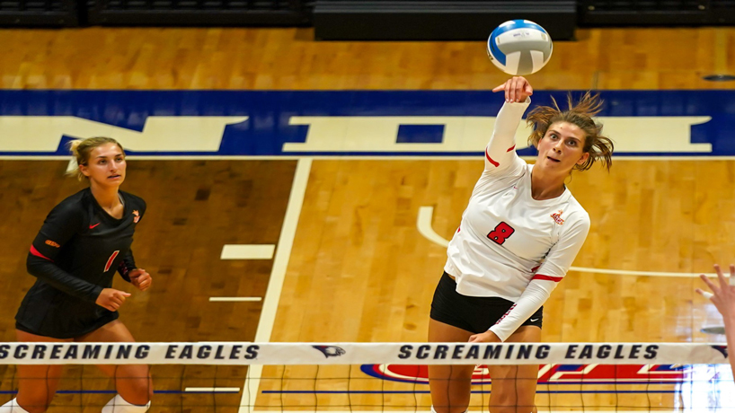 Charlotte Richards spiking the ball against Southern Indiana